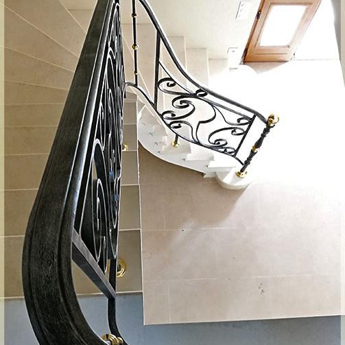 rampe d 39 escalier en fer forg style normand. Black Bedroom Furniture Sets. Home Design Ideas